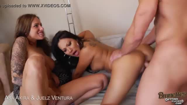 Reallesbian two brunettes rub and lick pussy